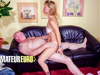 HAUSFRAU FICKEN - Horny Wife Wants To Bang With Her Husband