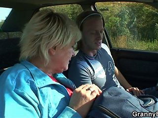 Hitchhiking granny riding his horny dick roadside