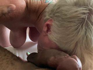 Hot GILF sucking BBC
