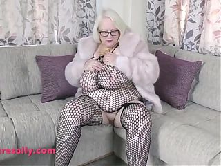 Amazing body and huge tits Granny in fishnet