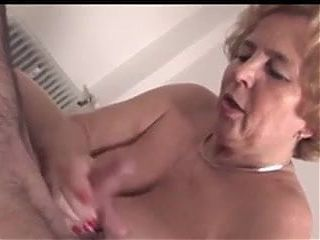 Granny gives handjob and blowjob with cim