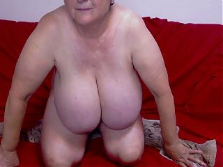 Mature woman with big tits 2